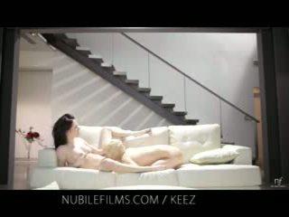Aiden ashley - nubile Mga pelikula - lesbiyan lovers ibahagi matamis puke juices