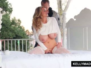 Kelly madison sundown stroking 上 该 patio <span class=duration>- 11 min</span>