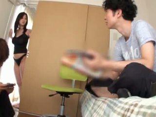 Miho tsuji gives ένα βυζομαλακία και has αυτήν βυζιά covered επάνω επάνω beside cumming