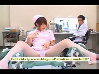 Akiho yoshizawa seksikäs aasialaiset sairaanhoitaja enjoys teasing the lääkäri