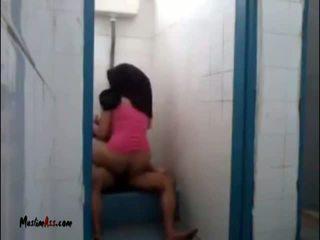 Hijab jilbab 性别 在 厕所