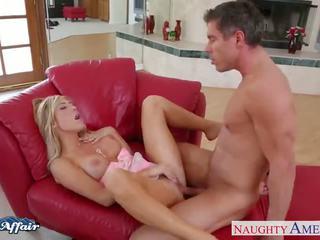 Seksuālā blondīne tasha reign jāšanās viņai kaimiņš