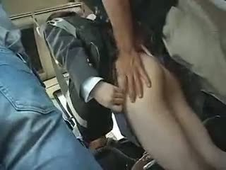 Schulmädchen has bis geben ein blowjob im ein bus