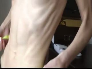 Scrawny vājas skaistule ar anorexia