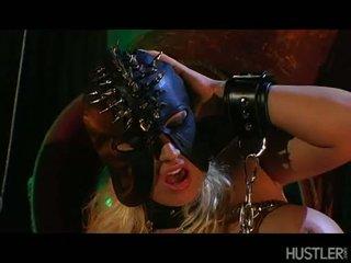 Candy manson hawt blondīne ar maska engulfing a grūti pecker