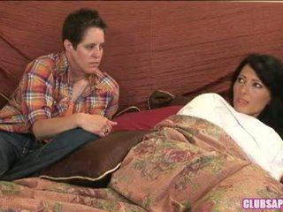 Zoey holloway ja kat kulutama the päev sisse voodi