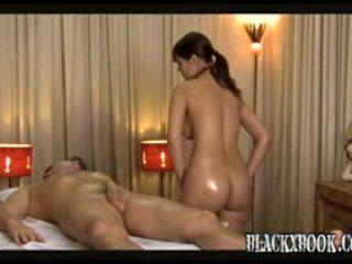 Krásný busty masseuse dej orgas