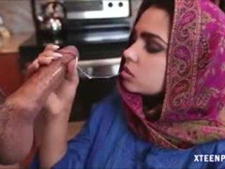 Middle eastern adoleshent ada gives kokë dhe gets ripped i vështirë