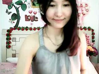 Schattig koreaans camera meisje tempting met mollig tieten