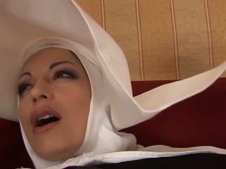 Gorące anal włoskie opiekunka: darmowe mamuśka porno wideo f4