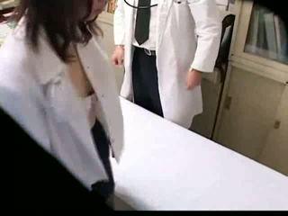 এশিয়ান gynecologist fucks তার রোগী উপর যৌনক্রিয়া দর্শক spycam