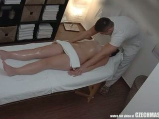 Grand cul brunette getting meilleur massage jamais <span class=duration>- 7 min</span>