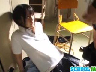 Lustful japans schoolmeisje ruka