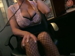 बस्टी kelly madison has हॉट फोन सेक्स में उसकी ऑफीस