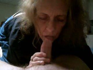 Бабця cumming в рот