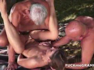 Two збуджена старий men трахкав по молодий краля