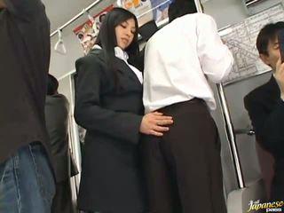Saori hara the תאילנדי stunner gives a ליקוק ב the subway