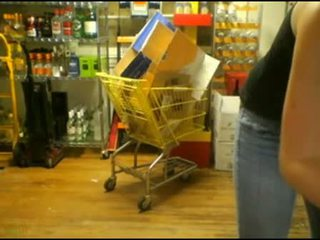 Meisje working bij winkel masturberen got betrapt