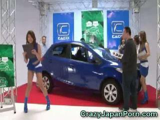 Invisible guy fucks japonesa nena en coche espectáculo