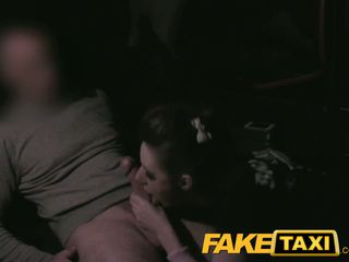 Faketaxi groupie does anaal en deepthroat pijpen
