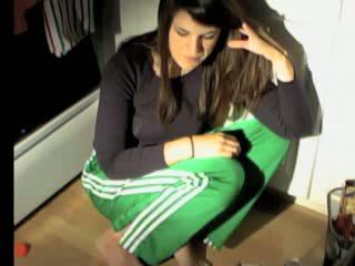 Meitene puke vomit vemšana vomiting neļaušana runāt gag barf