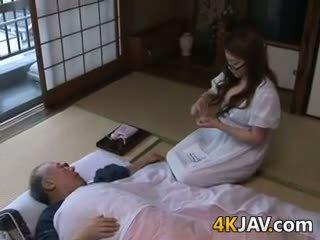 일본의, 큰 가슴, 올드 + 젊은
