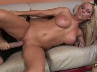 Bitchy glamorous ahryan astyn getting geneukt door een monster boner op haar twat
