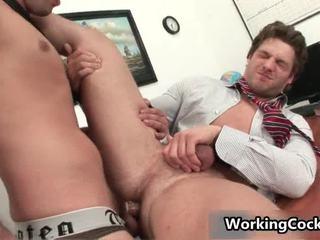 Andrew blue receives zijn firma schlong sucked