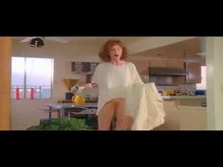 187 julianne moore - kurz cuts bottomless