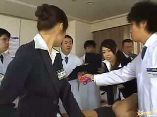 Deze japans meisjes geven hun asses voor neuken