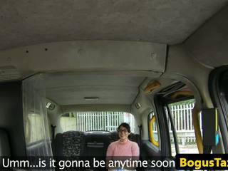 Squirting taxi brit गड़बड़ द्वारा bogus cabbie: फ्री एचडी पॉर्न 53