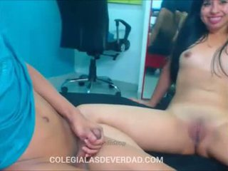 Colegiala culona cogiendo con su novio -webcam-