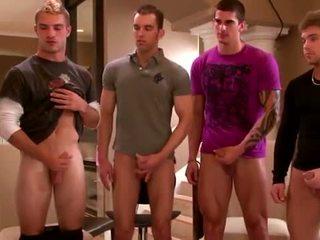 Seksikäs ryhmä amateurs masturboimassa