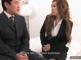 ऑफीस महिला aiko nagai में एक किनकी थ्रीसम