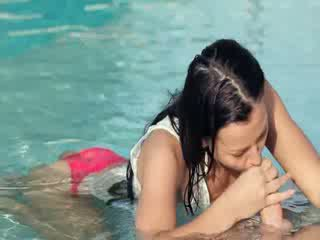 Incredible piscina wow sex cu minunat gagica