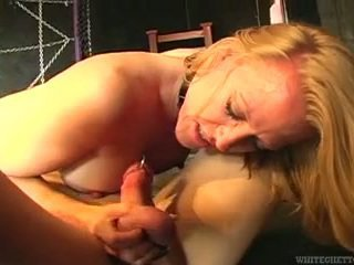 Sensuous rambut pirang donna beats naik penurut laki-laki dan touches dia kering