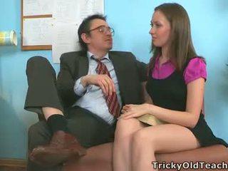 meitene izdrāzt viņas roku, sirmgalvis, grūti girl fuck, sekss