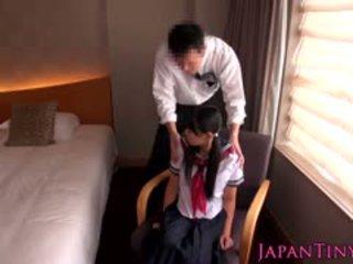 Maličký japonská školačka fucked podle obchod člověk
