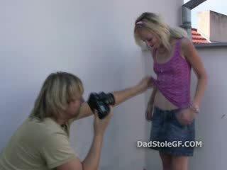 Sly tētis photographs viņa paša progenys bijušā par the balkons un things pagrieziens seksuāls