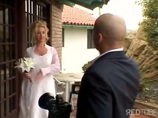 Taylor lynn fucks 上 她的 婚礼