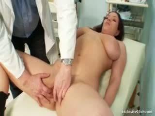 Andrea visiting viņai gyno ārsts par reāls vāvere