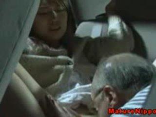 Japānieši pieauguša mammīte gets oralsex