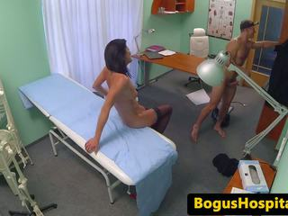 Euro ερασιτεχνικό ασθενής doggystyled κατά την διάρκεια εξέταση: ελεύθερα πορνό d4