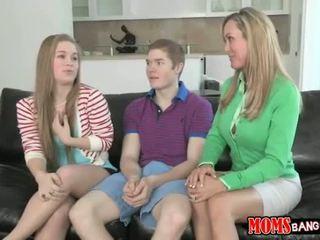 놀랄만한 teenager shares bfs rooster 에 새엄마