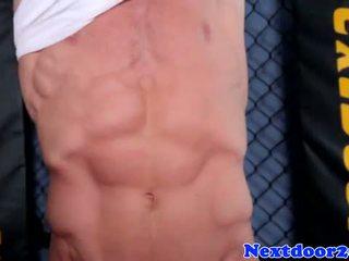 Sportlik homo hunk wanking tema riist