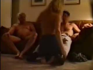 Echtgenoot uitnodigen zijn younger vriend naar neuken zijn vrouw
