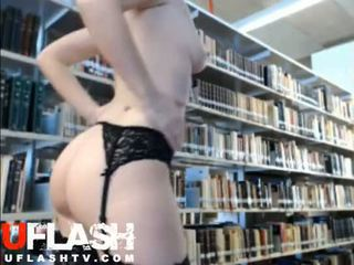 Naken i offentlig bibliotek amatör blondin tonårs webkamera flashing exhibitionist