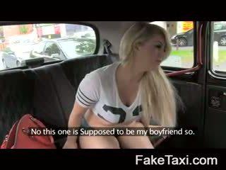 Fake taxi kamera cilvēki having drx om fake taxi