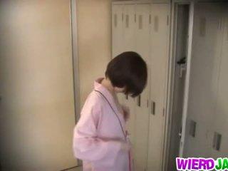 Wierd japón: monada asiática chicas getting su tetas examined.