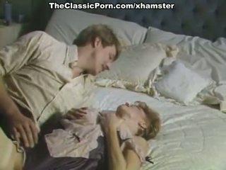 Velika tič inda poraščeni muca v porno retro film